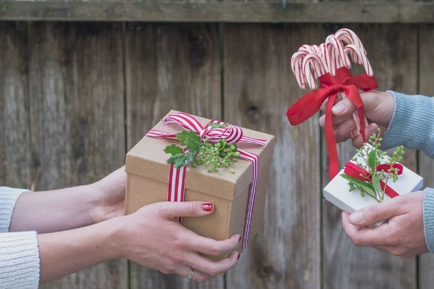 Gifts Do Not Have to be Expensive to be Meaningful | Student Loan Tips: How to Enjoy the Holidays While Paying Your Debt